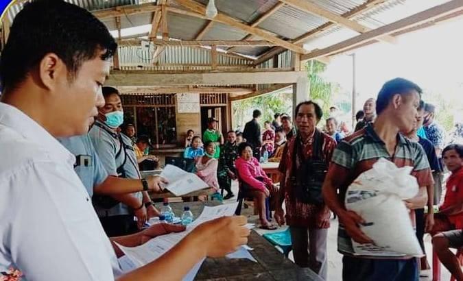 Dinas Sosial Nias Selatan Salurkan Bantuan Sosial Beras Dari Kemensos RI