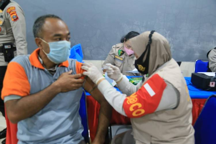 Wakil Bupati Labuhanbatu Saksikan Vaksinasi Masal di Lapas Kelas IIA Rantauprapat