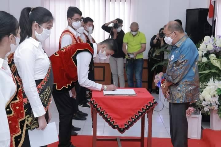 Walikota Gunungsitoli Kukuhkan Pengurus Forum Anak Kota Gunungsitoli (FAKOLI) Periode 2021-2023
